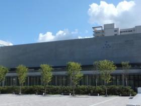 秋田県立美術館(秋田市中通)